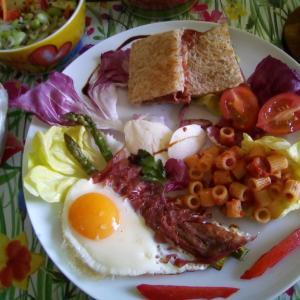 おうちカフェ風に☆ブレザオラで牛ハムエッグ&アスパラガス♪ジェノヴァ風ミートソースのディタリーニ(プチパスタ)☆ブレザオラ(牛ハム)サンド