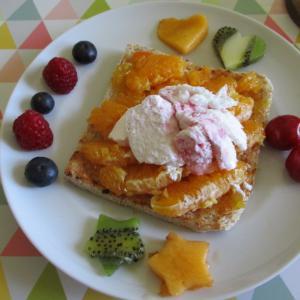 フルーツパーラー風に♥ダブルオレンジのオープントースト♪ヨーグルト&ベリーミックスソースのジェラートをのせて☆