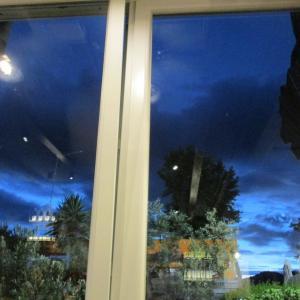 窓から見える夜のブルー☆
