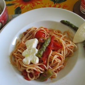 トマト&オリーブの菜園冷製スパゲッティー☆モッツァレラでくまちゃん&ハートの型抜きデコレーション♪
