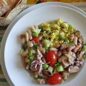 3種類の豆とシーフードサラダ☆ネギ&花ズッキーニ入りスクランブルエッグ