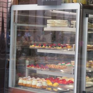 カラフルなドルチェ(スイーツ)に惹かれるカフェ♪@Genova Centro