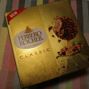 フェレロ・ロシェのミルクチョコ&ヘーゼルナッツコーティングのヘーゼルナッツジェラート♪