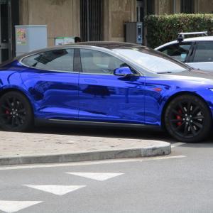 メタリックブルーのスポーツカー☆