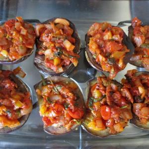 熱々をどうぞ♪ナスのオーブン焼き☆トマト風味野菜とモッツァレラをのせて♪