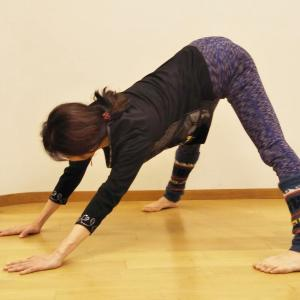 動かさないと日々固まる筋肉、小さく縮こませてはダメ!伸ばそう体