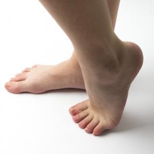 靴の中で指が縮こまっていませんか?足の指をストレッチしよう!