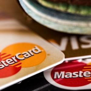 クレジットカードでのショッピングのリボ払いは任意整理できる?