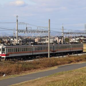 最北の駅に向かう普通電車・東武6050系
