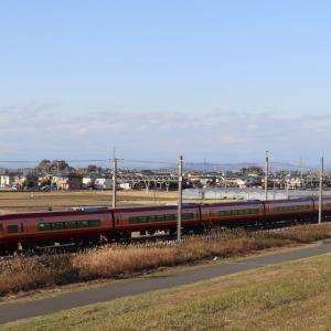東武日光線を往くJR253系