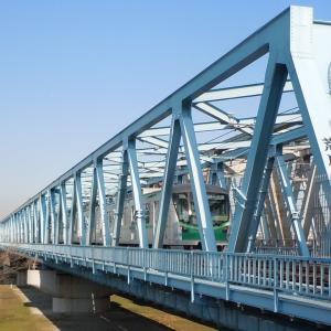 荒川橋梁と千代田線の電車