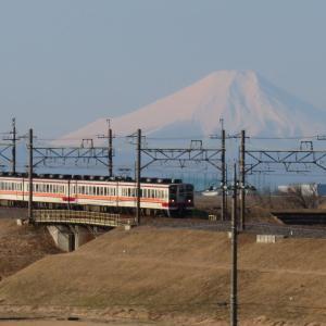 東武日光線6050系と富士山