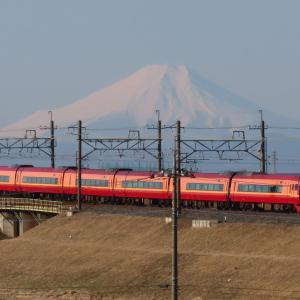 東武日光線JR特急と富士山