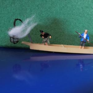 鵜飼船のかがり火と鵜を表現する