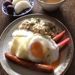 目玉焼きとチョリソーのプレート朝ごはん