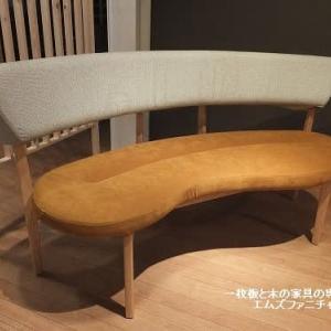 551、ケヤキの一枚板テーブルとも相性がいいベンチソファー。 一枚板と木の家具の専門店エムズファニチャーです。