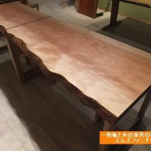 552、水目桜の一枚板テーブルを分割して色々使いやすいようにしました。 一枚板と木の家具の専門店エムズファニチャーです。