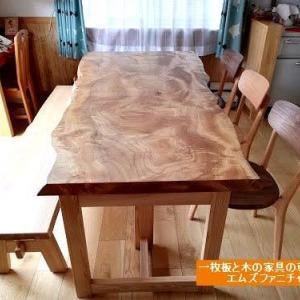 558、輝くクスノキの一枚板テーブル。1900mmサイズ。お届けいたしました。 一枚板と木の家具の専門店エムズファニチャーです。