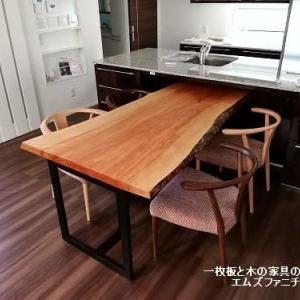 562、なかなか手に入らない。カバの一枚板テーブル1800mmサイズ。お客様のお宅へ。 一枚板と木の家具の専門店エムズファニチャーです。