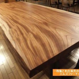 590、THE keyaki と言えるケヤキの一枚板テーブルをご紹介。 一枚板と木の家具の専門店エムズファニチャーです。