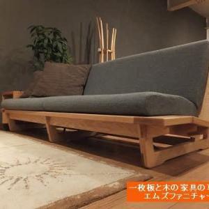 609、すっきりとした北欧デザイン、木枠フレームロースタイルソファー。一枚板と木の家具の専門店エムズファニチャーです。