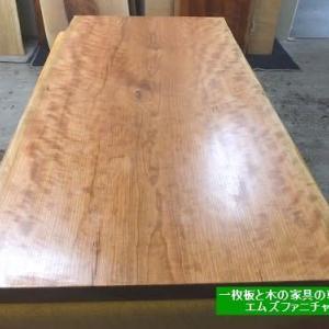 640、アメリカンチェリーの一枚板テーブルをお届け前準備。サイズカットも致しました。 一枚板と木の家具の専門店エムズファニチャーです。