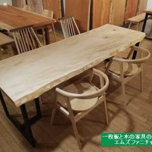 648、白くて、しなやかな雰囲気、美しい魅力の栃の一枚板テーブル。 一枚板と木の家具の専門店エムズファニチャーです。