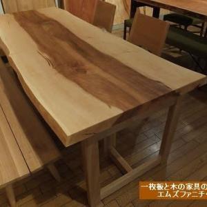 724、【初めての試み】美しい日本、日本の木のテーブル展。そこから見えてくる事もお店でお話させて頂いております。 一枚板と木の家具の専門店エムズファニチャーです。