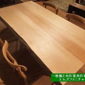 723、美しい日本の木のテーブル展、少しずつご予約を頂きながら開催しています。どれもこれも一品ものです。 一枚板と木の家具の専門店エムズファニチャーです。