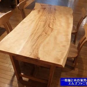 931、【一枚板ダイニングテーブル】明るいダイニング。栃の一枚板テーブル1800mmサイズ。 一枚板と木の家具の専門店エムズファニチャーです。