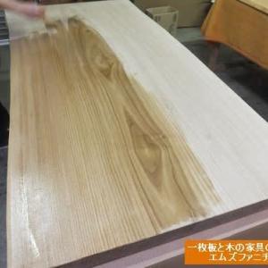 935、【ダイニングテーブル】出来上がりました!! 新しい栗の一枚板テーブル。一枚板と木の家具の専門店エムズファニチャーです。