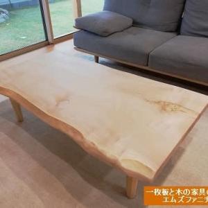 938、【リビングテーブル】栃の一枚板テーブルをリビングテーブル仕様でお客様のお宅へお届け。一枚板と木の家具の専門店エムズファニチャーです。