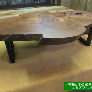 948、お客様のお家で長い間眠っていたケヤキの衝立をリビングテーブルにリメイク致しました。一枚板と木の家具の専門店エムズファニチャーです。