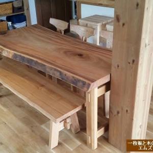 1016、明日、日曜日は、通常時間通り、朝10時より営業させて頂きます。一枚板と木の家具の専門店エムズファニチャーです。