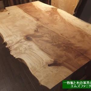 1025、木のテーブルには、どんなのがありますか?一枚板と色々な木のテーブルのcollection。 一枚板と木の家具の専門店エムズファニチャです。