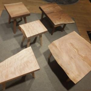 1074、小さいサイズの一枚板から作るミニテーブル。一枚板と木の家具の専門店エムズファニチャー