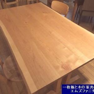 1135、【テーブルの高さは変更できるの?】お客様からのお問合せを頂いております。 一枚板と木の家具の専門店エムズファニチャーです。