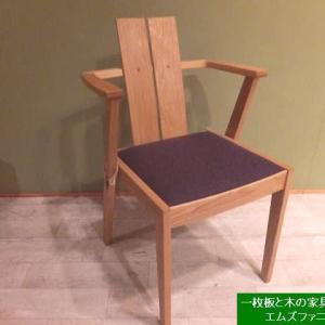 1285、座面を変えることが簡単にご自宅で出来るチェアー。ファブリックから板座へ。板座からファブリックへ。一枚板と木の家具の専門店エムズファニチャーです。