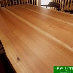 1287、【日本の広葉樹の木のテーブル】赤みの張ったマカバの接ぎテーブル1800mmx900mmを展示。一枚板と木の家具の専門店エムズファニチャーです。