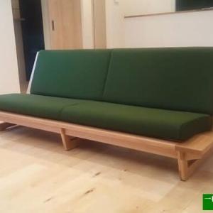 1329、【ロースタイル木枠ソファーnao】日本建築にも通じる木枠フレームの美しさ。一枚板と木の家具の専門店エムズファニチャーです。