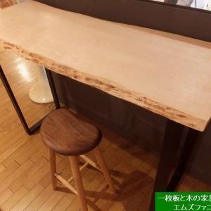 1331、カエデの一枚板でHighカウンターを作りました。一枚板と木の家具の専門店エムズファニチャーです。