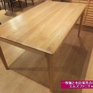 543、【新入荷】1500x850x700mmシンプルなテーブル。オーク材。オイル仕上げ。ご家族4人で。一枚板と木の家具の専門店エムズファニチャーです。