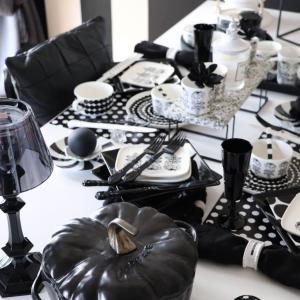 【staubのパンプキンを使ったテーブルコーディネート】白黒ハロウィン演出