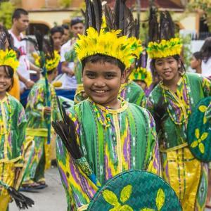 世界中のスリが集まるお祭りソング。(セブ島 市民が歓喜する、おすすめシヌログソング)