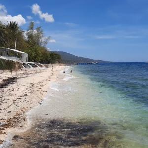 フィリピン・セブの南端、オスロブ・スミロン島