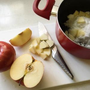 土曜日のアップルパイ作りと日曜日のお魚コーデ