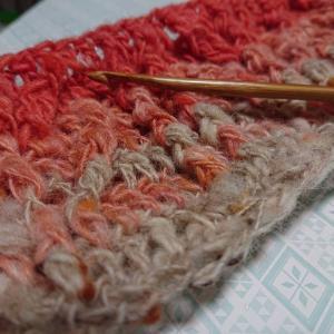 紡いだ糸を編んでみました