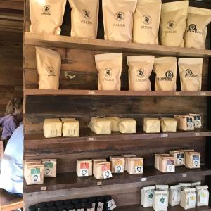チェンマイ、アカアマコーヒーのお店へ。
