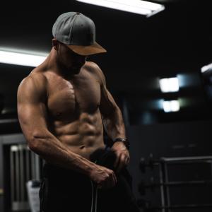腹筋を鍛えて最短でシックスパックになる方法
