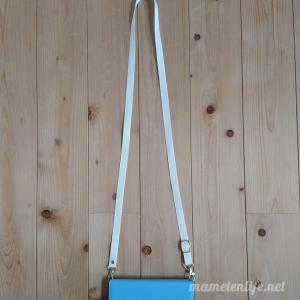 【スマホ落下防止に】ロングストラップ付手帳型スマホケースをLOOFで購入!肩にかけられてラクで安心